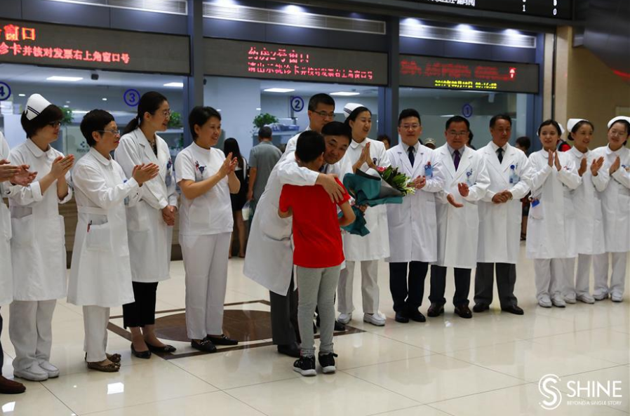 【上海日报】Patients sing the praises of their saviors on Doctors' Day